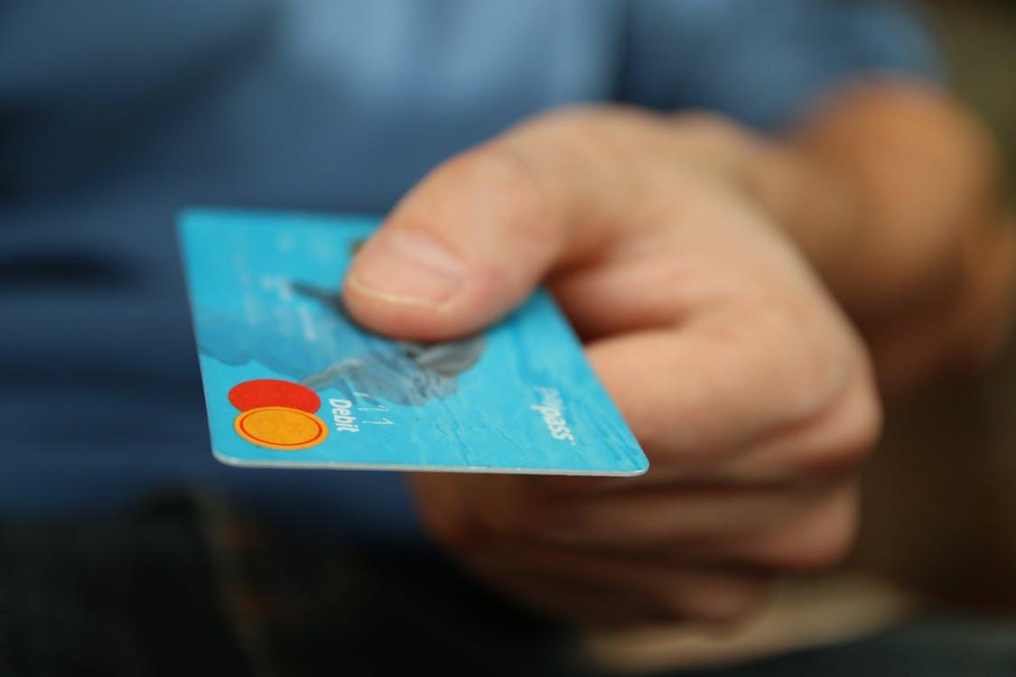 Что делать с зарплатной картой после увольнения