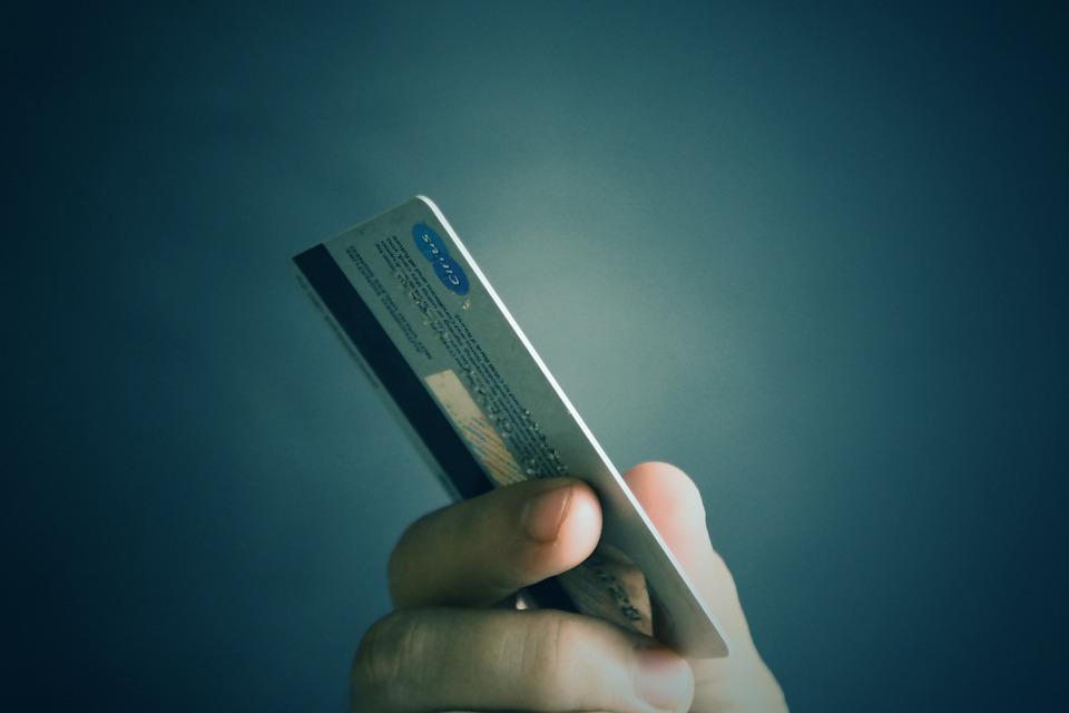 Как закрыть зарплатную карту
